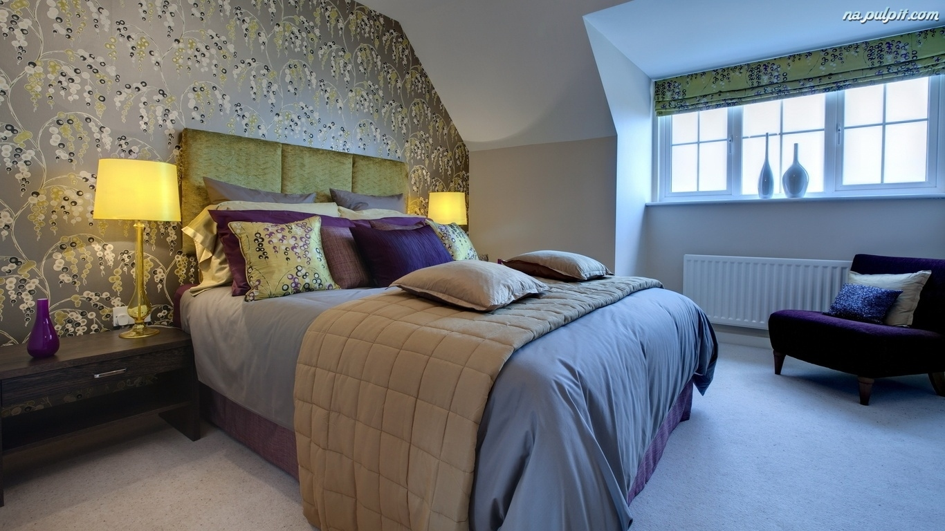Poddaszu sypialnia umeblowana na na pulpit for Show bedroom designs